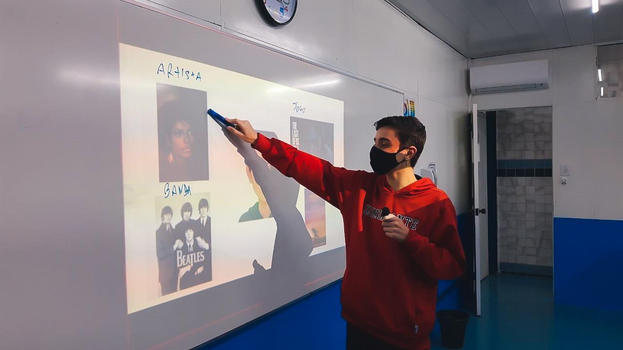 Spotlight – Aulas de Informática e Música